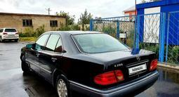 Mercedes-Benz E 200 1998 года за 1 550 000 тг. в Петропавловск – фото 2