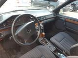 Mercedes-Benz E 260 1992 года за 1 100 000 тг. в Караганда – фото 4
