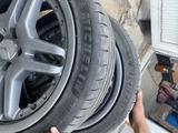 Оригинальные диски с резиной от Mercedes W211, 210 AMG за 250 000 тг. в Алматы – фото 5