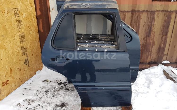 Дверь задняя правая за 13 200 тг. в Алматы