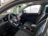Volkswagen Tiguan Exclusive 2021 года за 15 746 000 тг. в Павлодар – фото 2