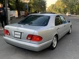 Mercedes-Benz E 320 1999 года за 5 000 000 тг. в Актау – фото 3