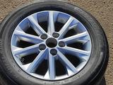 Диск с резиной на Toyota Camry 50 за 45 000 тг. в Алматы