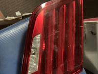 Задние фонари на крышку багажника (F10) не много затёртые за 55 000 тг. в Алматы