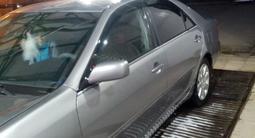 Toyota Camry 2005 года за 5 000 000 тг. в Актобе – фото 4