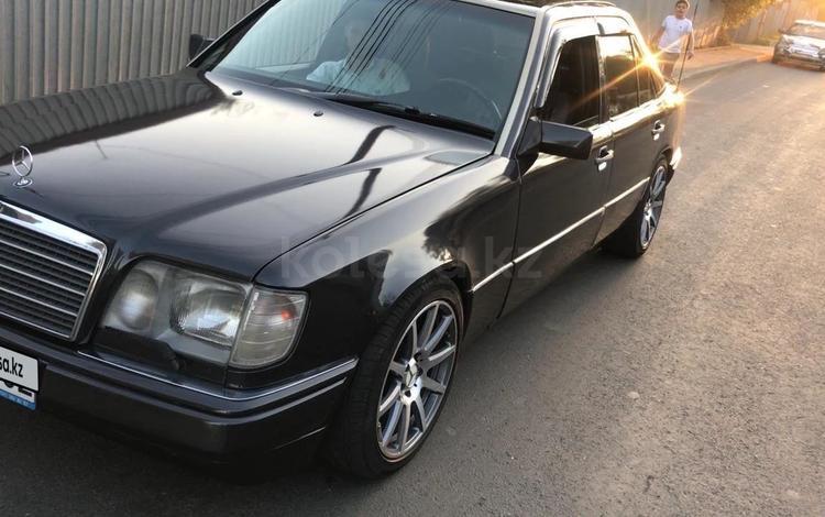 Mercedes-Benz E 280 1994 года за 2 800 000 тг. в Шымкент