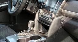Toyota Camry 2014 года за 8 600 000 тг. в Жанаозен – фото 4