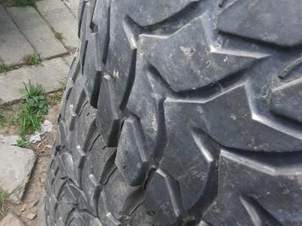 Грязевые шины остаток процентов 40 за 100 000 тг. в Алматы – фото 2