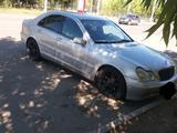 Mercedes-Benz C 200 2002 года за 3 100 000 тг. в Актобе