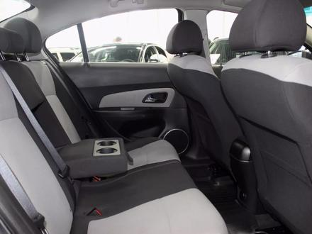 Chevrolet Cruze 2011 года за 3 350 000 тг. в Семей – фото 7