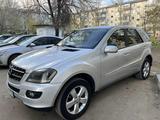 Mercedes-Benz ML 500 2005 года за 4 000 000 тг. в Уральск – фото 3
