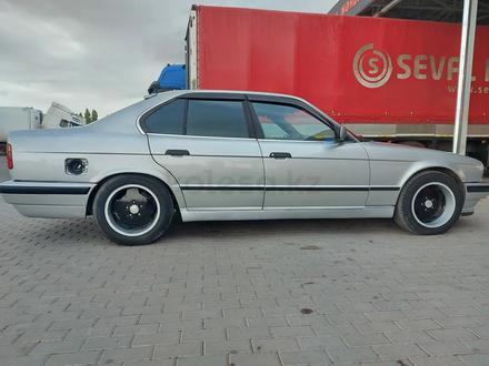 BMW 525 1993 года за 1 300 000 тг. в Шу – фото 2