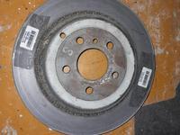 Тормозной диск задний на Mercedes GL550.42431-00015 за 1 000 тг. в Алматы