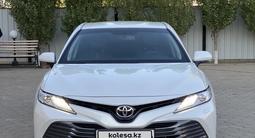 Toyota Camry 2019 года за 13 400 000 тг. в Актобе – фото 2