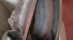 Мерседес w211 e350 тормозные диски суппортами за 50 000 тг. в Шымкент