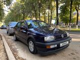 Volkswagen Vento 1995 года за 1 750 000 тг. в Шымкент – фото 2