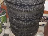Титановые диски с зимней шипованой резиной на БМВ за 250 000 тг. в Шымкент – фото 2