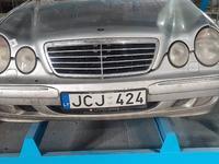 Бампер передний на Mercedes Benz e210 (Рестайлинг) за 100 000 тг. в Алматы