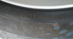 Диски 17 на Тойота с летней резиной 225/45/17 за 150 000 тг. в Алматы – фото 3