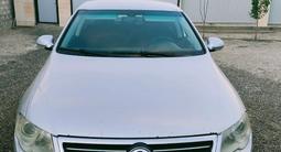 Volkswagen Passat 2007 года за 3 600 000 тг. в Атырау – фото 2