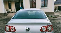 Volkswagen Passat 2007 года за 3 600 000 тг. в Атырау – фото 3