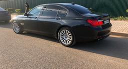 BMW 750 2010 года за 6 500 000 тг. в Алматы – фото 4
