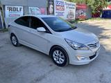 Hyundai Accent 2017 года за 2 700 000 тг. в Уральск – фото 2