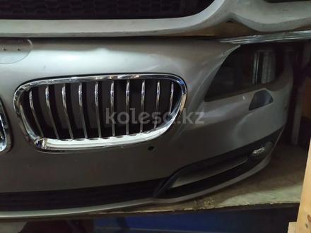 Бампер передний на BMW f10 рестайлинг за 320 000 тг. в Алматы – фото 3