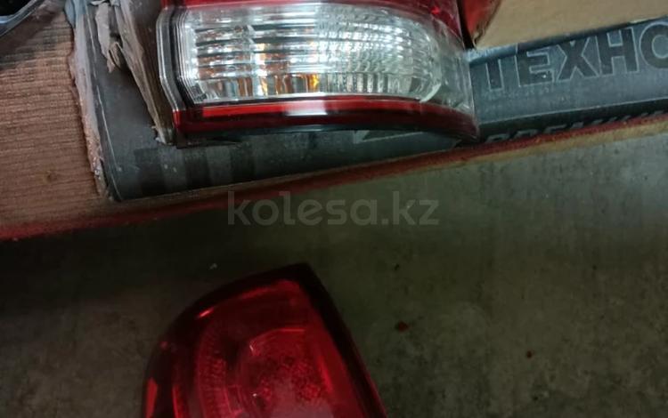 Переднюю и заднюю фару на Toyota LAND CRUISER 200 за 20 000 тг. в Нур-Султан (Астана)