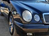 Mercedes-Benz E 320 1997 года за 3 000 000 тг. в Жанаозен – фото 2