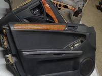 Обшивка двери водительской на mercedes-benz GL x164 мл за 20 000 тг. в Алматы