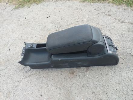 Подлокотник на Ауди А6 С5 капля за 8 000 тг. в Костанай – фото 2