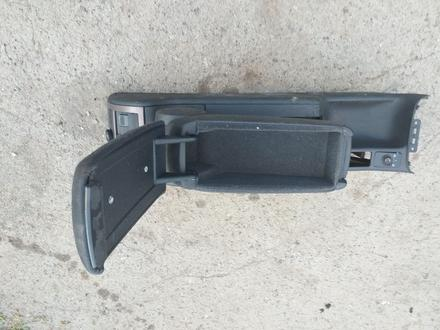 Подлокотник на Ауди А6 С5 капля за 8 000 тг. в Костанай – фото 3
