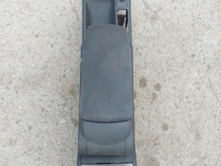 Подлокотник на Ауди А6 С5 капля за 8 000 тг. в Костанай – фото 4