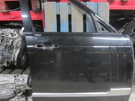 Передняя правая дверь на Range Rover за 120 000 тг. в Алматы