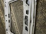 Крышка багажника toyota land cruiser 200 за 40 000 тг. в Актау – фото 2