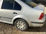 Volkswagen Jetta 2001 года за 750 000 тг. в Актау – фото 2