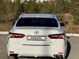 Toyota Camry 2020 года за 15 390 000 тг. в Караганда – фото 2