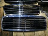 Решетка радиатора MERCEDES W210 за 35 000 тг. в Шымкент