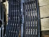 Решетка радиатора MERCEDES W210 за 35 000 тг. в Шымкент – фото 2