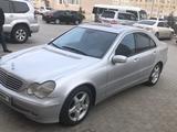 Mercedes-Benz C 200 2003 года за 3 200 000 тг. в Актау – фото 2
