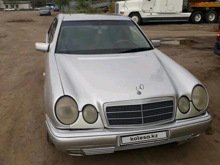 Mercedes-Benz E 240 1999 года за 1 550 000 тг. в Нур-Султан (Астана) – фото 3