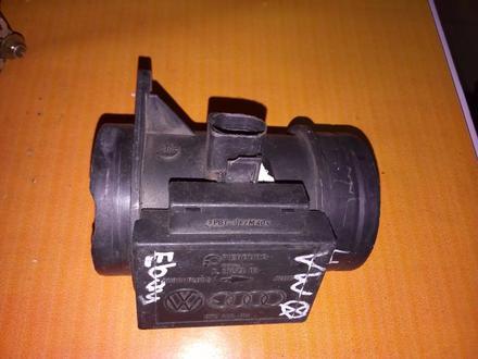 Волюметр дмрв расходомер воздуха Volkswagen golf 3 074906461 за 30 000 тг. в Усть-Каменогорск – фото 2