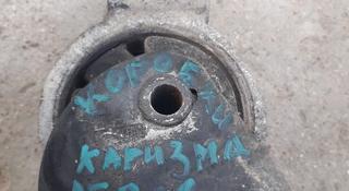 Верхняя боковая подушка коробки на Митсубиси каризма 1.6 за 10 000 тг. в Каскелен
