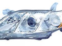 Передний фара на Toyota Camry 40 (USA) за 28 000 тг. в Алматы