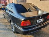 BMW 528 1999 года за 2 300 000 тг. в Атырау – фото 4
