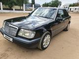 Mercedes-Benz E 220 1995 года за 1 800 000 тг. в Актобе – фото 2