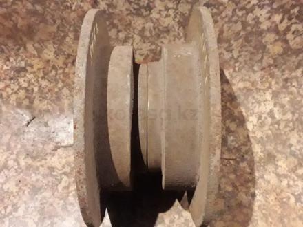 Диски тормозные задние на Subaru Forester, v2.0, EJ20 не турбовый… за 5 500 тг. в Караганда – фото 3