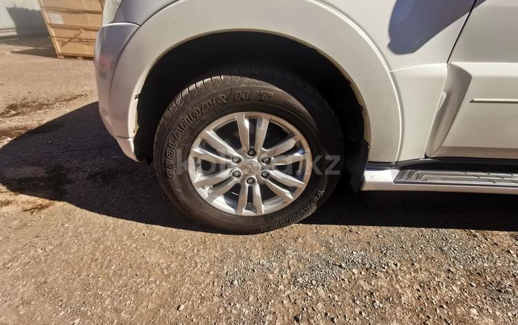 Комплект оригинальных дисков с резиной Mitsubishi pajero 4 за 230 000 тг. в Нур-Султан (Астана)