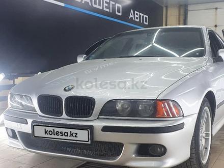 BMW 528 1998 года за 3 400 000 тг. в Атырау – фото 2